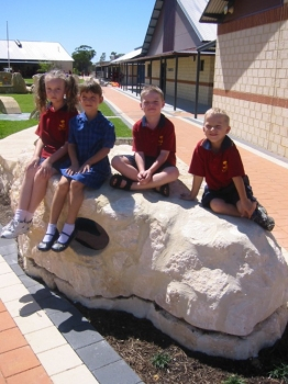 carramar primary school kids on the snake's head 2008
